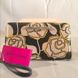 NWT Betsey Johnson Floral Wristlet